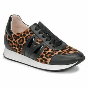 Minna Parikka  BUNNY RUNNER  women's Shoes (Trainers) in Black