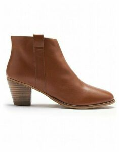 Isabelle Boot In Tan