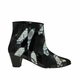 PAISIE - Knitted Two Tone Top With Asymmetric Hem In Navy & White