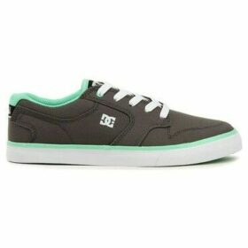 DC Shoes  Nyjah Vulc  women's Shoes (Trainers) in Grey