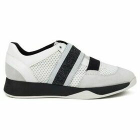 Geox  Suzzie  women's Shoes (Trainers) in White