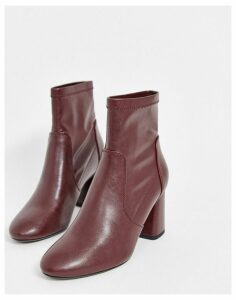 Bershka faux leather heeled boot in burgundy-Red