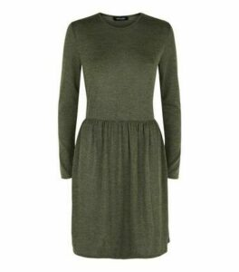 Khaki Fine Knit Long Sleeve Tiered Mini Dress New Look