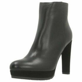 Eliza Ferrari  904AL  women's Low Ankle Boots in Black