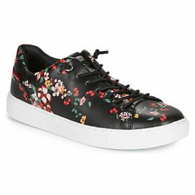 Levis  VERNON S  women's Shoes (Trainers) in Black