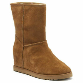 UGG  UGG Classic Femme Short Womens Chestnut Tan Boots  women's Snow boots in multicolour