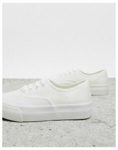 New Look lace up trainers in white