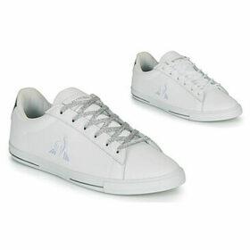 Le Coq Sportif  AGATE METALLIC  women's Shoes (Trainers) in White