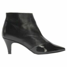 Cuplé  Low heel leather boots  women's Low Ankle Boots in Black