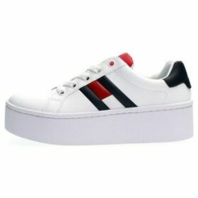 Tommy Hilfiger  EN0EN00876  women's Shoes (Trainers) in White
