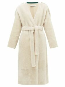 Inès & Maréchal - Genie Belted Shearling Coat - Womens - White