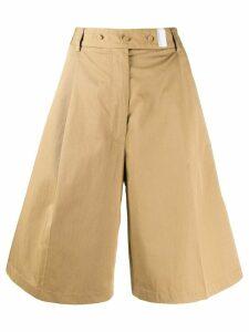 Maison Flaneur knee-length flared shorts - NEUTRALS