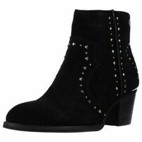 Carmela  66913C  women's Low Ankle Boots in Black