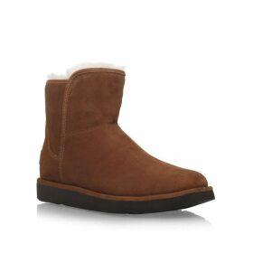 Ugg Abree mini flat fur lined boots