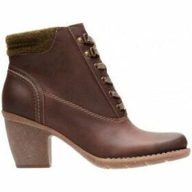 Clarks  Carleta Crane  women's Low Ankle Boots in Brown