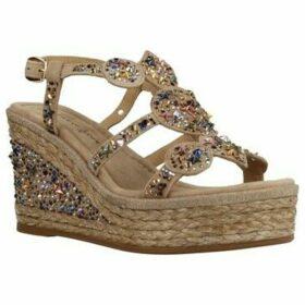 Alma En Pena  V20304  women's Sandals in Beige