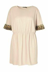 Womens Plus Ruffle Contrast Leopard Smock Dress - Beige - 18, Beige